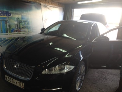 Установка автостекла на Jaguar XJ Series 2010-